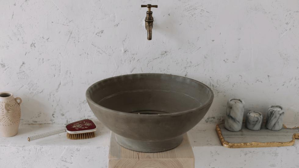 Optischer Blickfang hinter dem Waschbecken – Fugenlose Oberfläche | Malerbetrieb Ingo Häusler Heilbronn